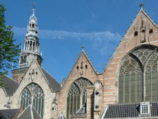 Bilden föreställer Oude Kerk eller Gamla Kyrkan